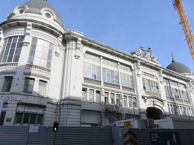 ポルトガルのポルトにある旧ボリャオン市場の外観