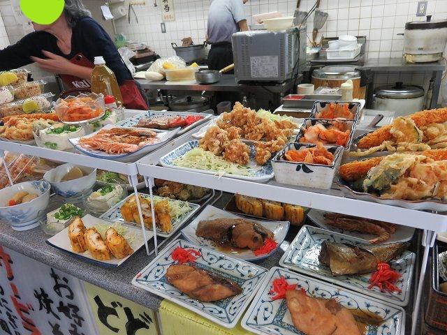 津競艇場の1階食堂「YAMAGUCHI屋」のお惣菜