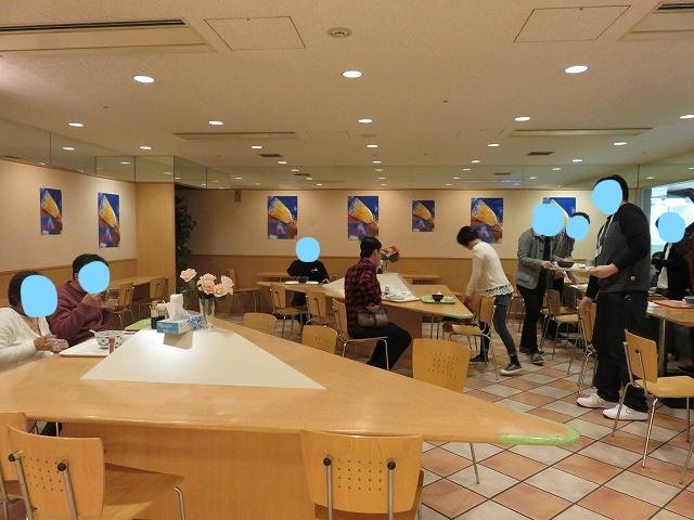 戸田競艇場の指定席フロア内レストラン、「ビュッフェ クリスタル」の店内