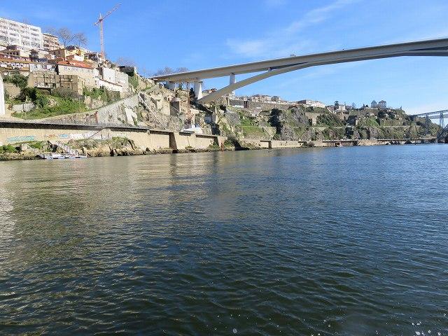 ポルトのドウロ川クルーズ船から眺めたインファンテ橋