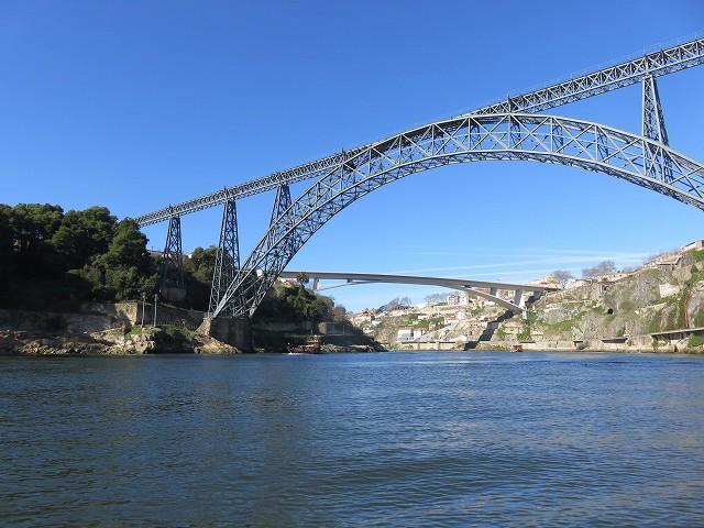 ポルトのドウロ川クルーズ船から見たマリア・ピア橋