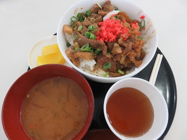 津競艇場1階の食堂「YAMAGUCHI屋」のどて煮丼