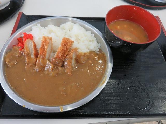 津競艇場1階の食堂「YAMAGUCHI屋」のカツカレー