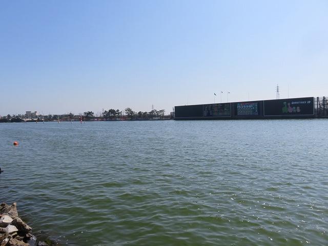 津競艇場の水面