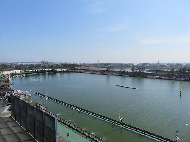 津競艇場の2マーク側水面