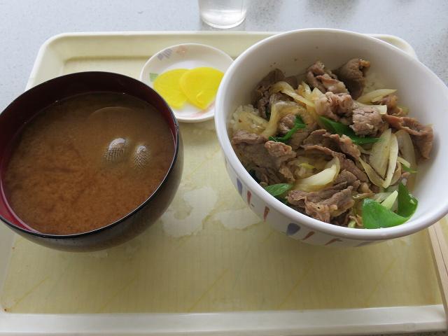 津競艇場3階食堂の「味どころ御飯艇」の肉丼と貝汁