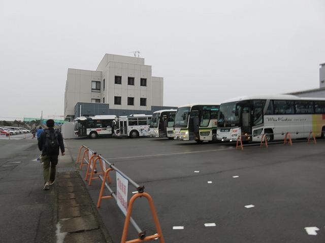 津競艇場の無料バス乗り場