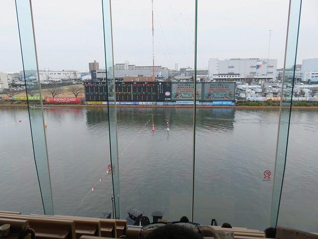 戸田競艇場の指定席からの眺め