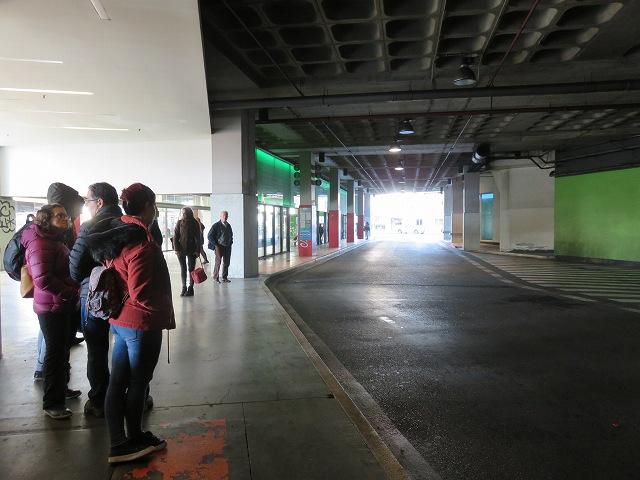 ポルトガルのカスカイス駅近くのバスターミナル