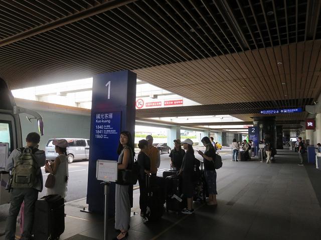 台湾の桃園空港第2ターミナルにある高速バス乗り場