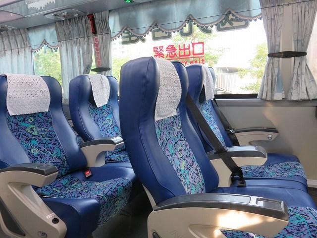 台湾の桃園空港第2ターミナルから台中に行く「國光客運」のバスの車内