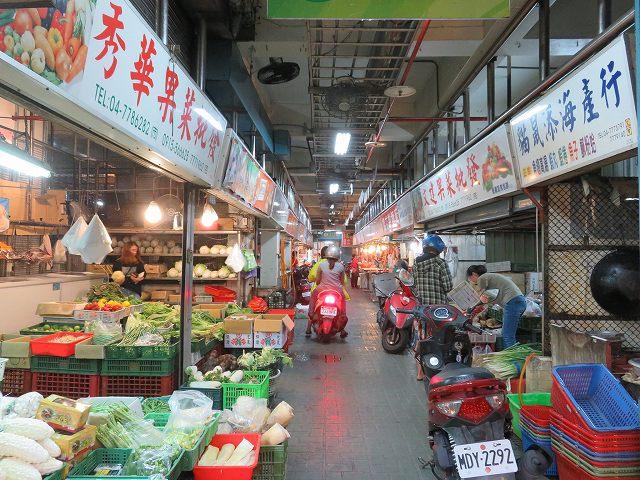 鹿港の第一市場の中