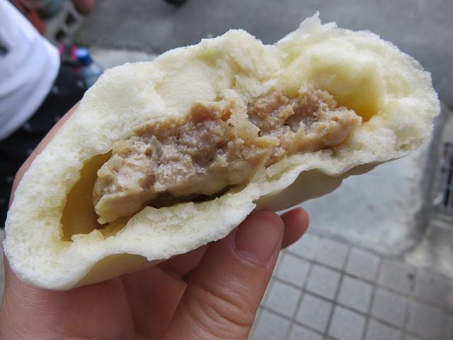 鹿港の名物「阿振肉包」の肉まん
