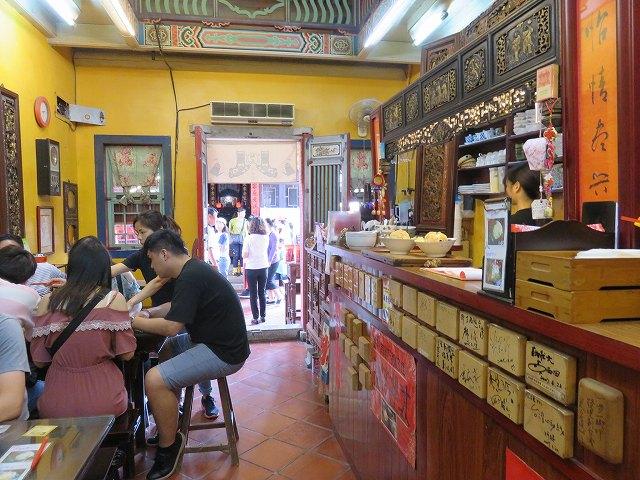鹿港のカフェ「怡古斎人文茶館」の店内