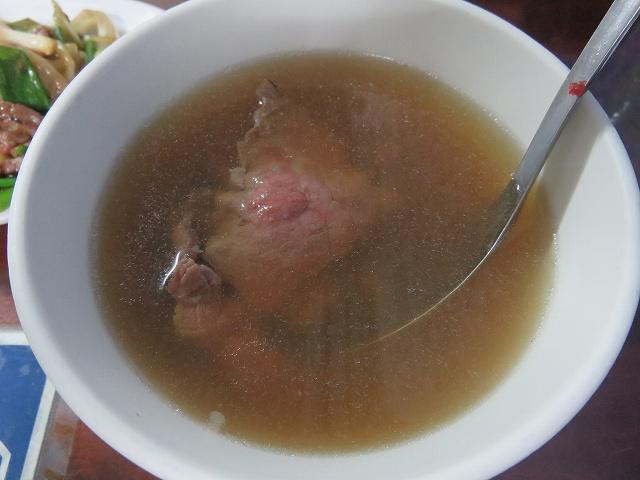台中の「文章牛肉湯」の牛肉湯