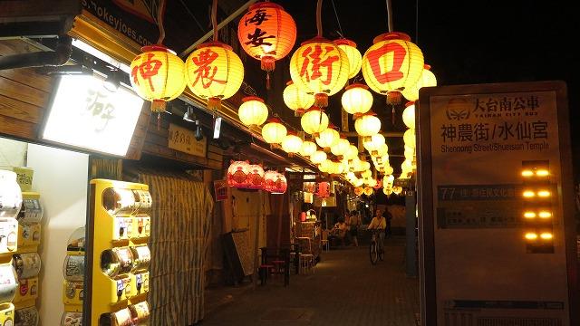 台南の神農街入り口