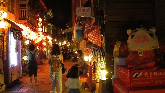 台南の神農街の通り