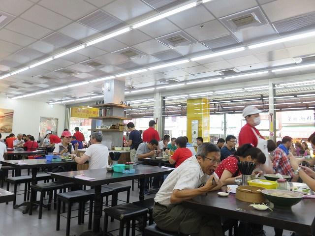 台南の「上海味道小籠湯包」の店内