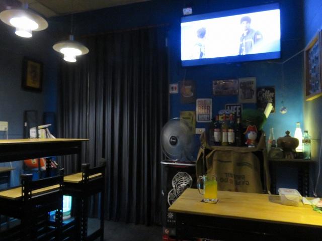 台南のバー「SIMPLE PLAN」の店内