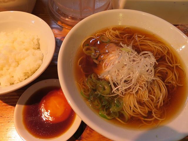 らーめん芝浜の「米朝」(チャーシュー麵+榛名濃厚卵のづけ丼)