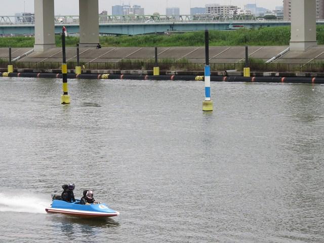 江戸川競艇場のペアボートのようす