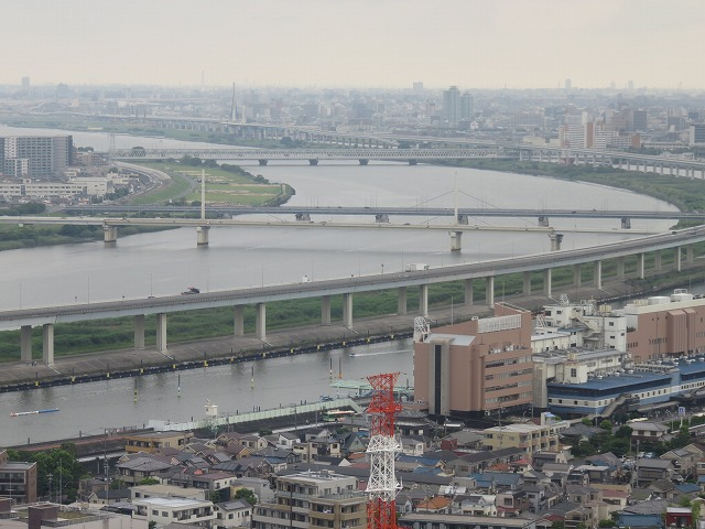 江戸川区の「タワーホール船堀」の展望台から見える江戸川競艇場