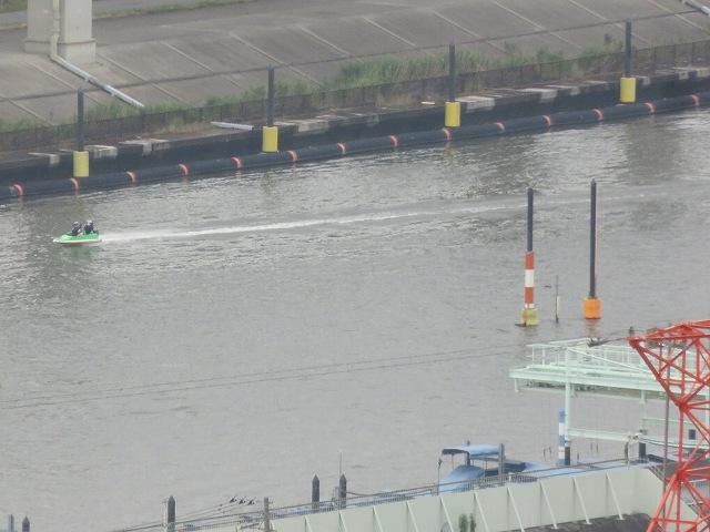 江戸川区の「タワーホール船堀」の展望台から見える江戸川競艇場の水面