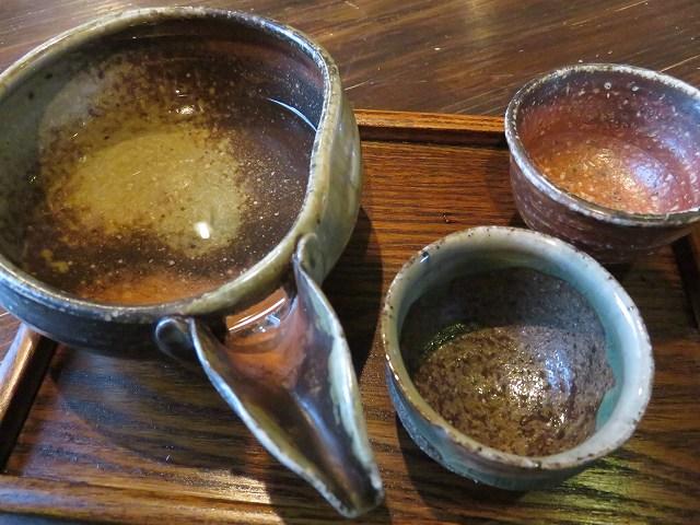 常滑市の居酒屋「よなよな」の日本酒の片口とおちょこ