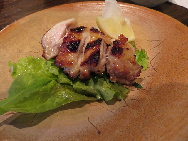 常滑市の居酒屋「よなよな」の三河赤鶏の塩麴焼き