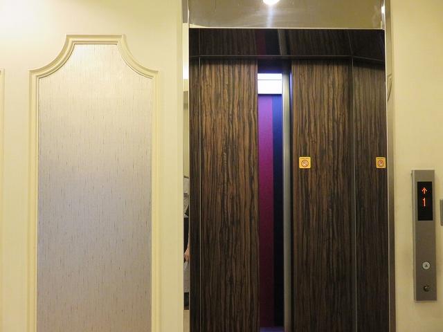 平和島競艇場のロイヤルルームへ上がるエレベーター