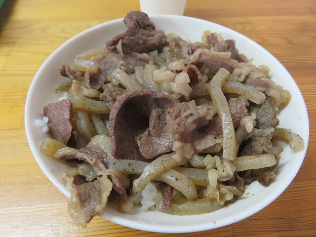 平和島競艇場1階「煮込みの店おおこし」の牛丼