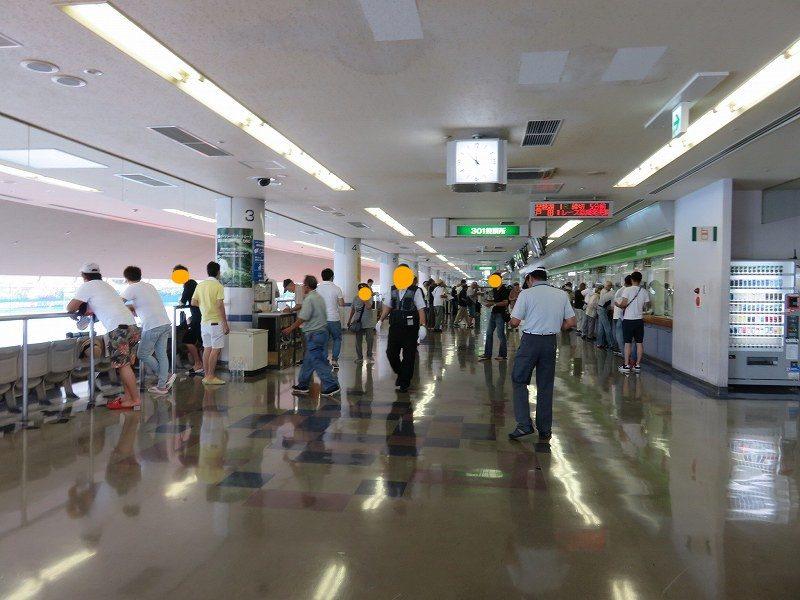 尼崎競艇場の3階一般席フロア