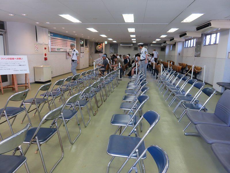 尼崎競艇場の指定席待合室「ヴィーナスロード」