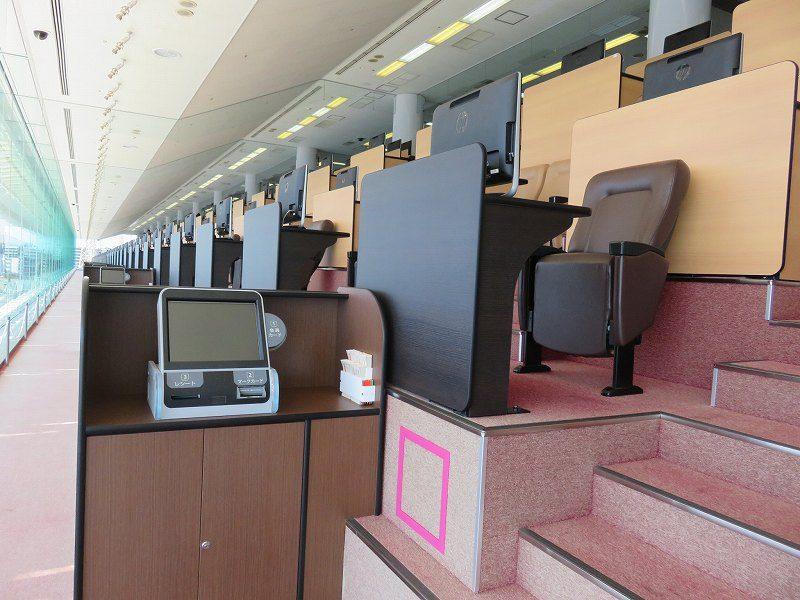 尼崎競艇場の5階有料席のシングルイートエリア