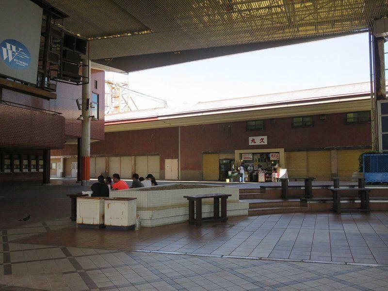 尼崎競艇場の1階外のようす