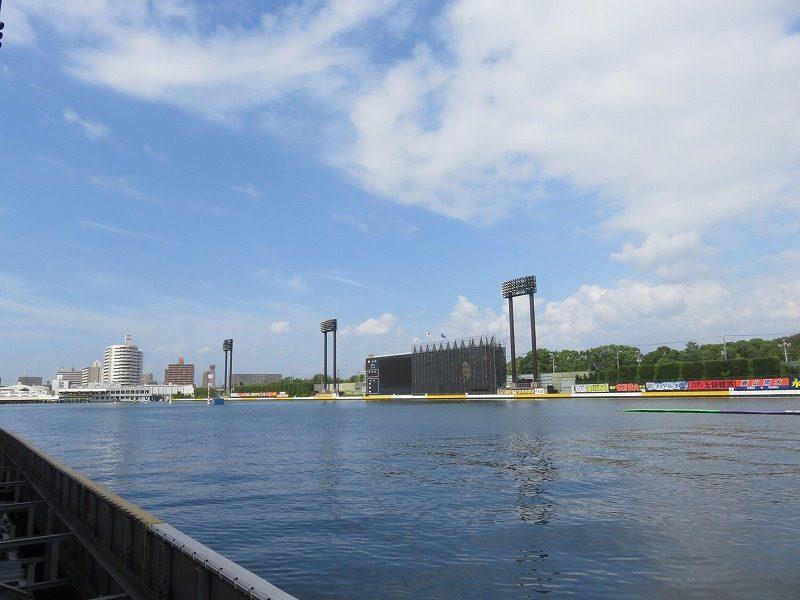 住之江競艇場の1階1マーク側から見た水面