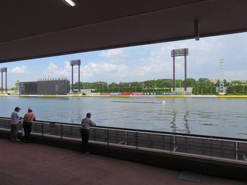 住之江競艇場の1階1マーク側の水面