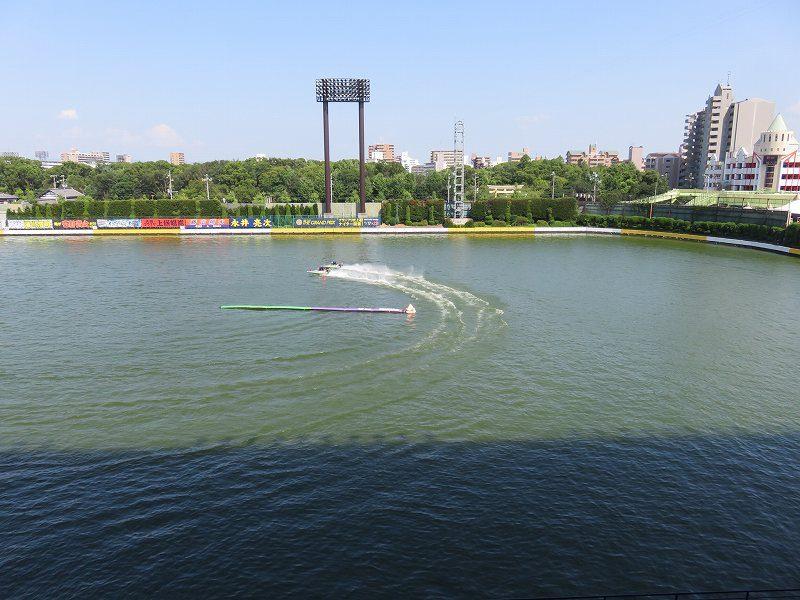 住之江競艇場の4階指定席エリアの屋外観覧席からの眺め