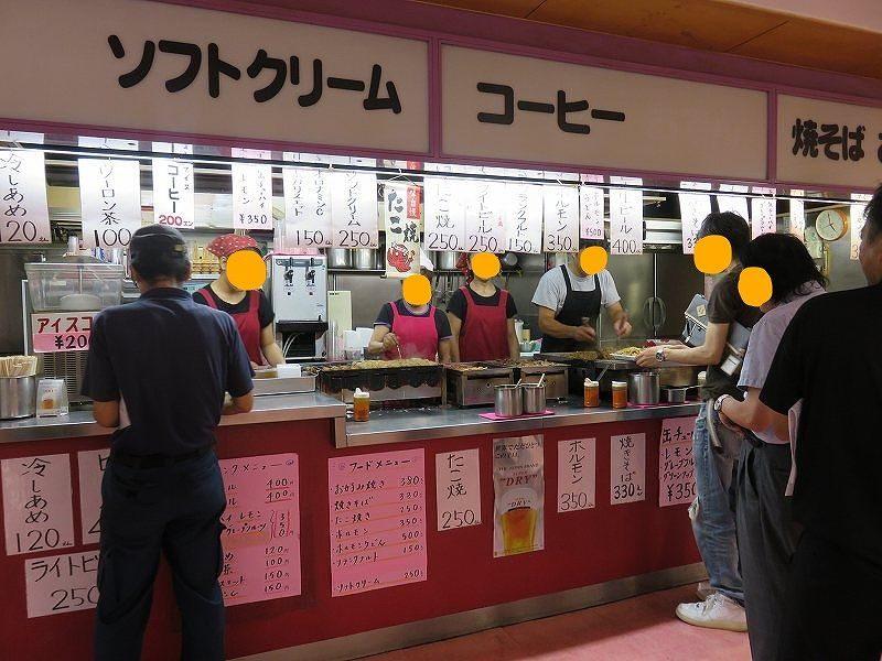 住之江競艇場の2階中央売店