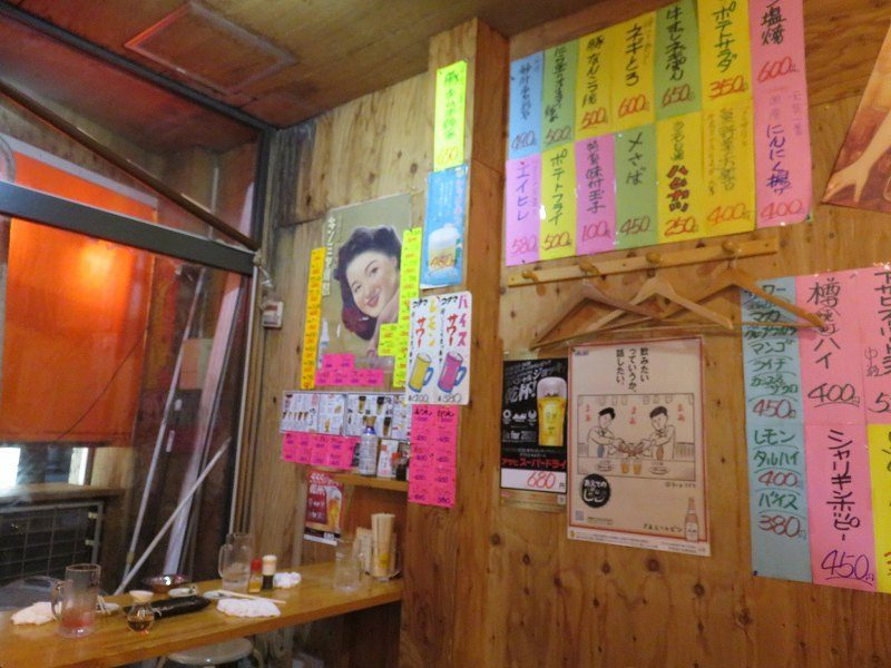 浜松駅前の居酒屋「これだけ」の中のようす