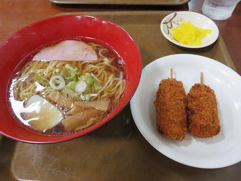 三国競艇場3階指定席エリアのレストラン「水仙」のラーメンと串カツ