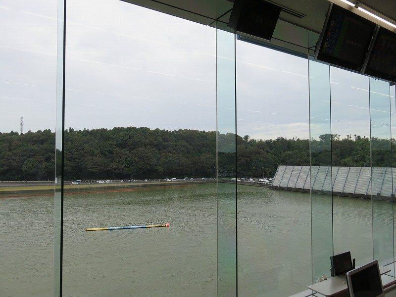 三国競艇場3階指定席から見える水面1マーク側