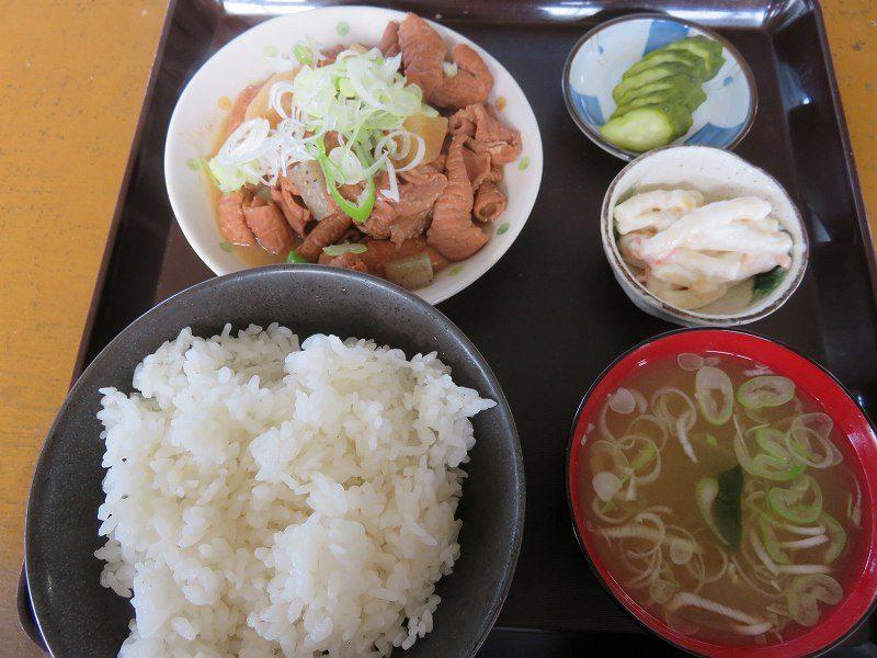 多摩川競艇場の向かいの「桑実商店」の煮込み定食