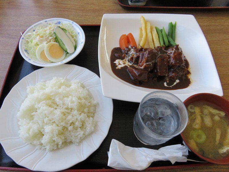 多摩川競艇場の指定席エリア内のレストラン「緑水亭」のビーフシチュー