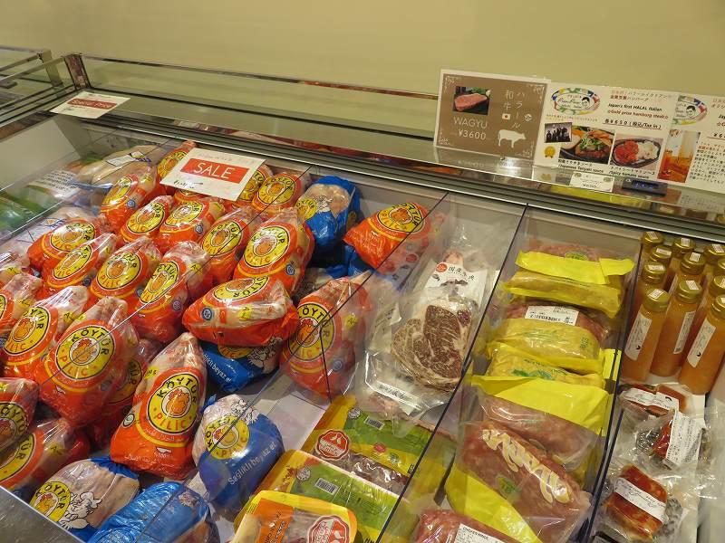 東京ジャーミイ1階ハラールマーケットで売られている冷凍肉