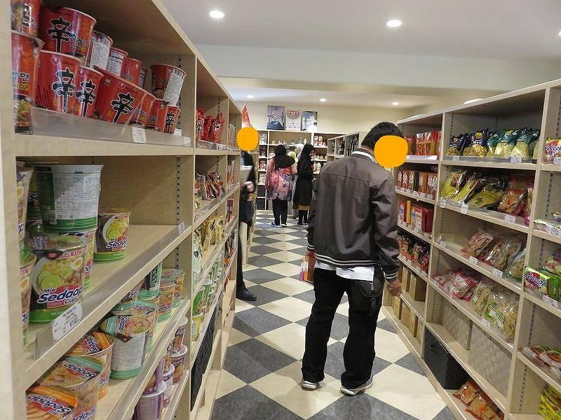 東京ジャーミイ1階ハラールマーケットの店内