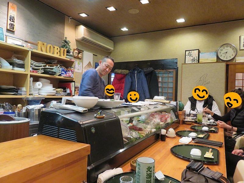 「鮨dining松雪」のカウンター席のようす