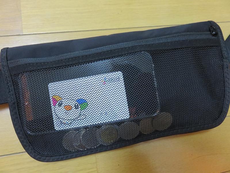 セキュリティポーチの「セキュリポラージサイズ」の後ろについているメッシュポケット