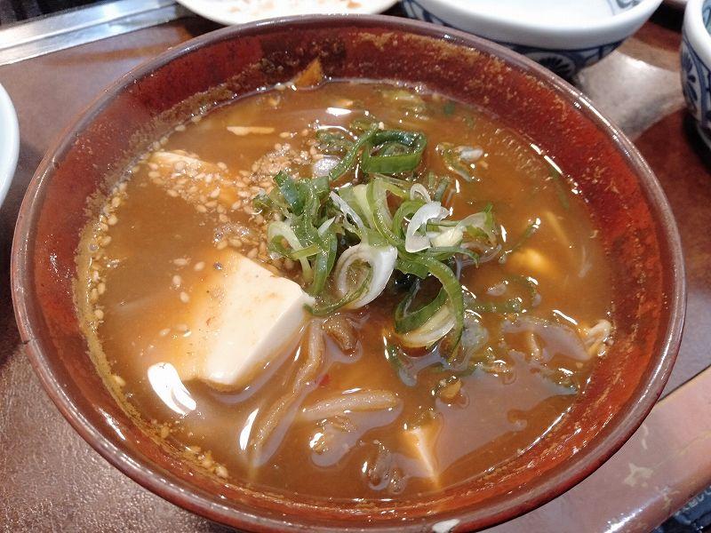 広島県広島市にある、ボートレーサー山口剛選手の実家「焼肉上海」の具だくさんチゲスープ