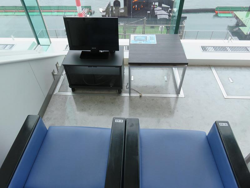丸亀競艇場の指定席マリンシートの2人用ボックスシート